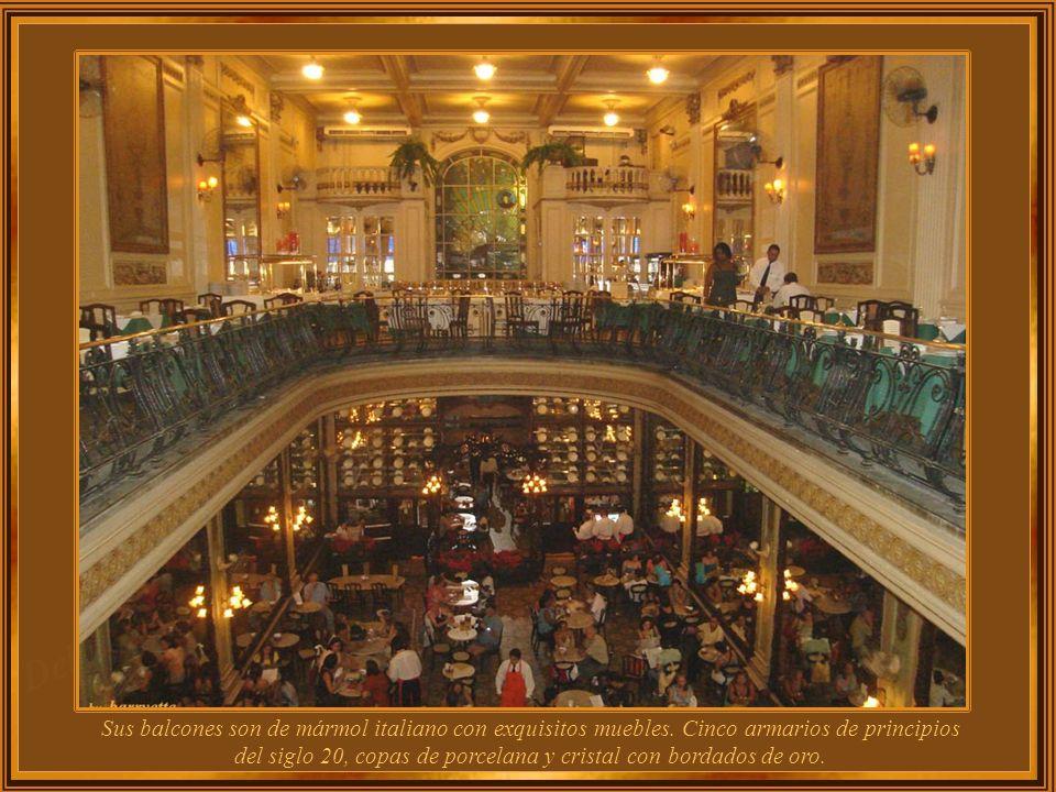 Fundada en 1894, la Confeitaria Colombo mantiene aun hoy su estilo original: el Art Nouveau de 1913. Tiene 4 pisos con 3 amplios salones decorados con