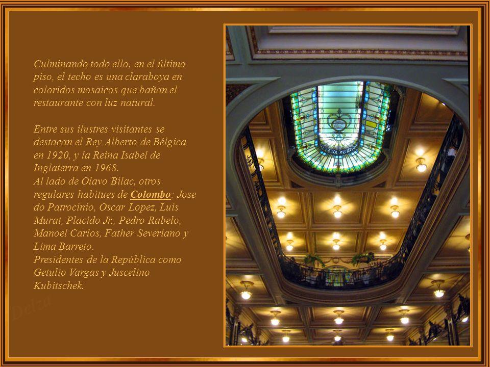 Sus balcones son de mármol italiano con exquisitos muebles. Cinco armarios de principios del siglo 20, copas de porcelana y cristal con bordados de or