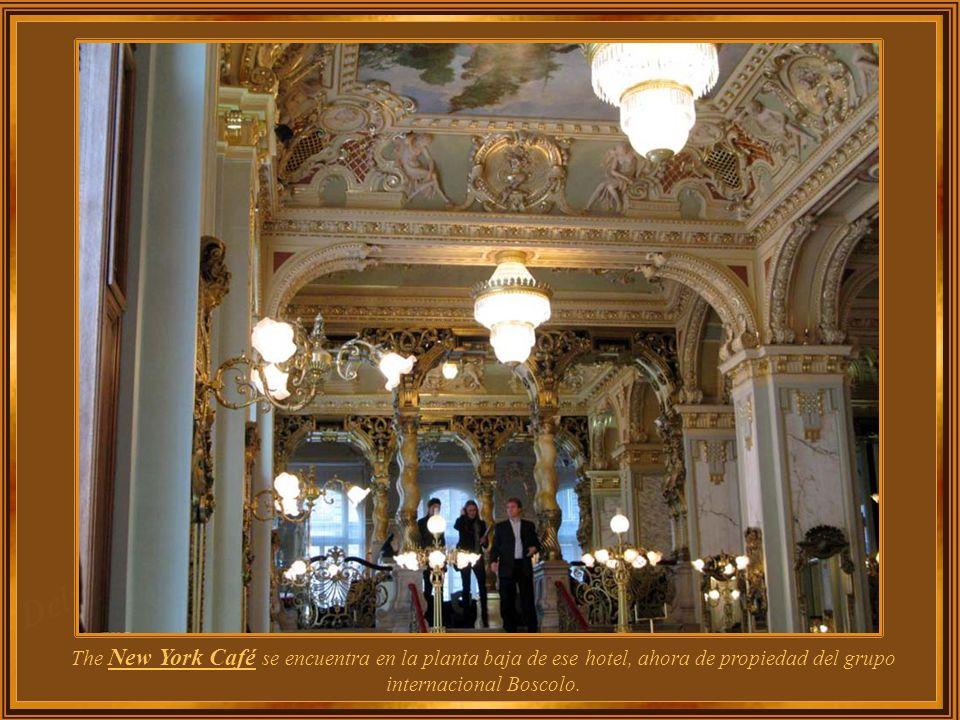 The New York Café se encuentra en la planta baja de ese hotel, ahora de propiedad del grupo internacional Boscolo.