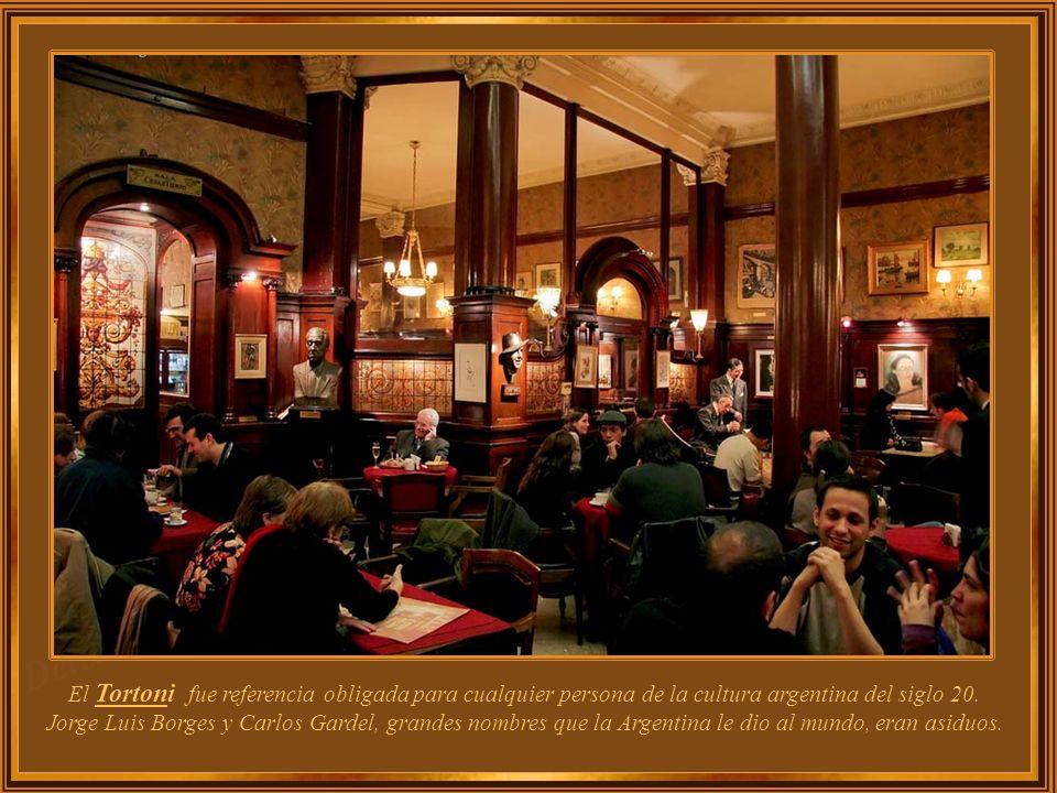 Café Tortoni Abierto en 1858, se trasladó a su actual ubicación en 1880, pero su sitio anterior estaba en la Avenida Rivadavia. Desde 1898 está en la