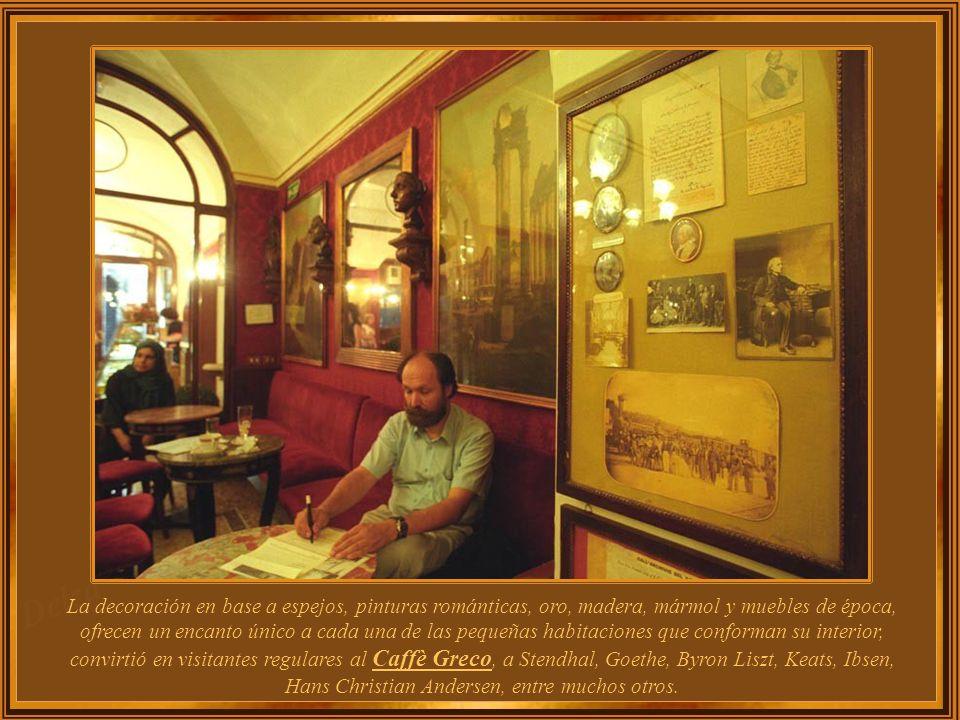 En una de las calles de mayor lujo y la más famosa de Roma - Via dei Condotti - desde hace 250 años el Caffè Greco, ha servido el café a muchas de las