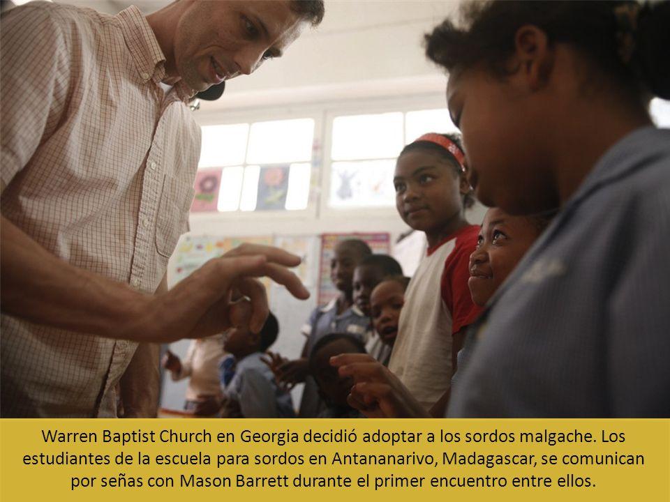 Warren Baptist Church en Georgia decidió adoptar a los sordos malgache. Los estudiantes de la escuela para sordos en Antananarivo, Madagascar, se comu