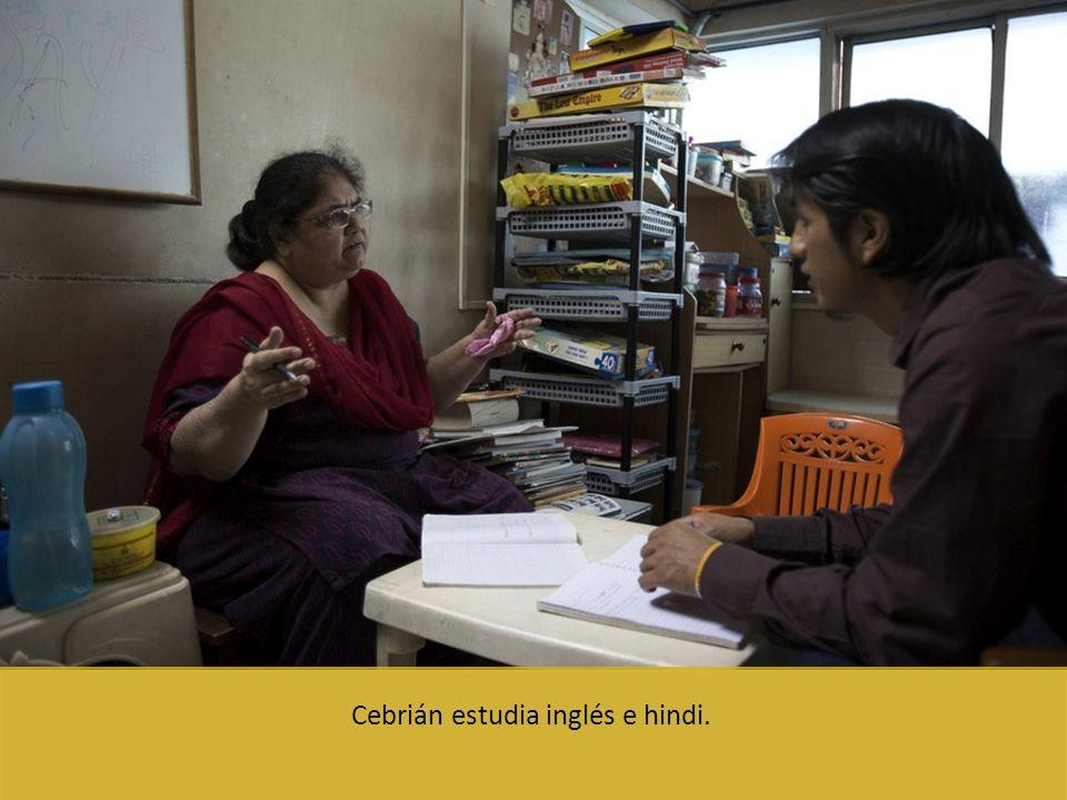 Cebrián estudia inglés e hindi.