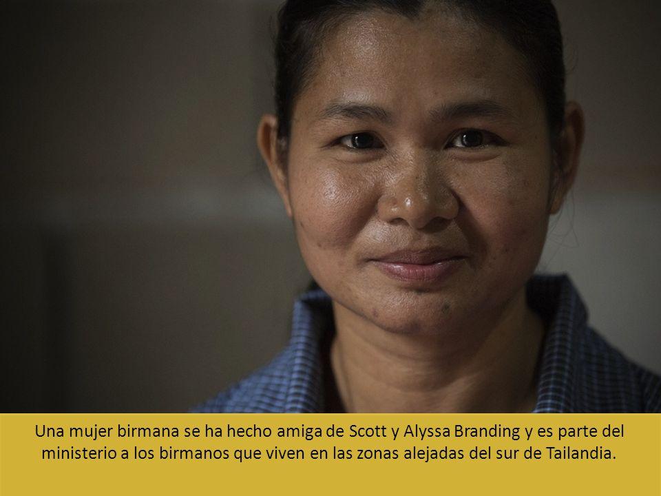 Una mujer birmana se ha hecho amiga de Scott y Alyssa Branding y es parte del ministerio a los birmanos que viven en las zonas alejadas del sur de Tai