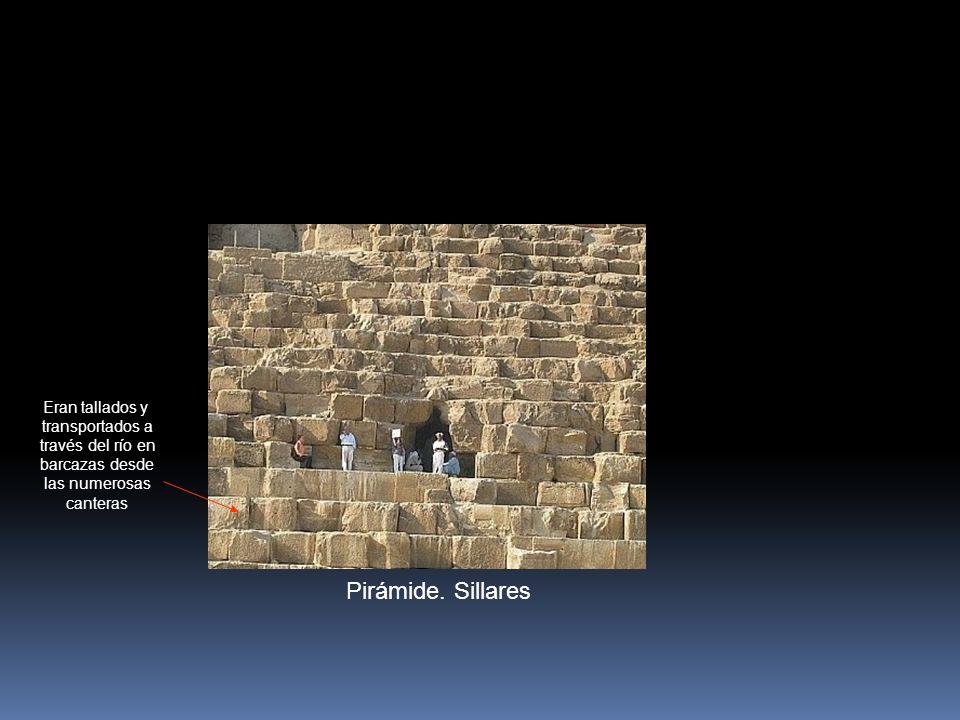Pirámide. Sillares Eran tallados y transportados a través del río en barcazas desde las numerosas canteras
