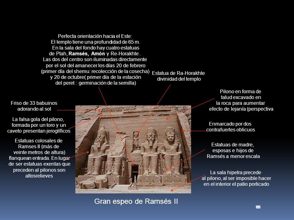 Gran espeo de Ramsés II Pilono en forma de talud excavado en la roca para aumentar efecto de lejanía (perspectiva Estatuas colosales de Ramses II (más de veinte metros de altura) flanquean entrada.