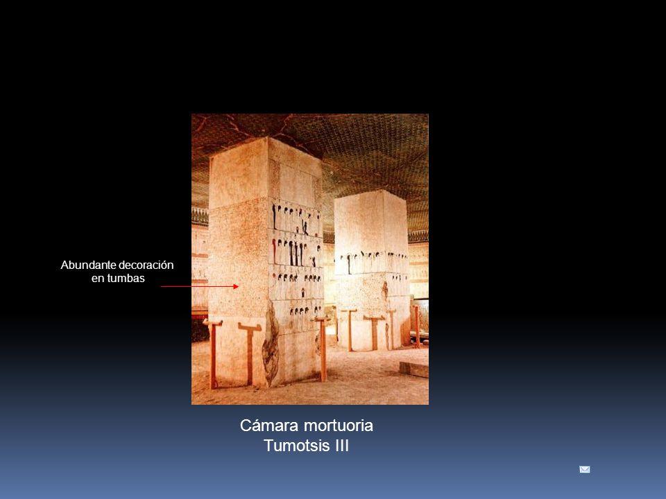 Cámara mortuoria Tumotsis III Abundante decoración en tumbas