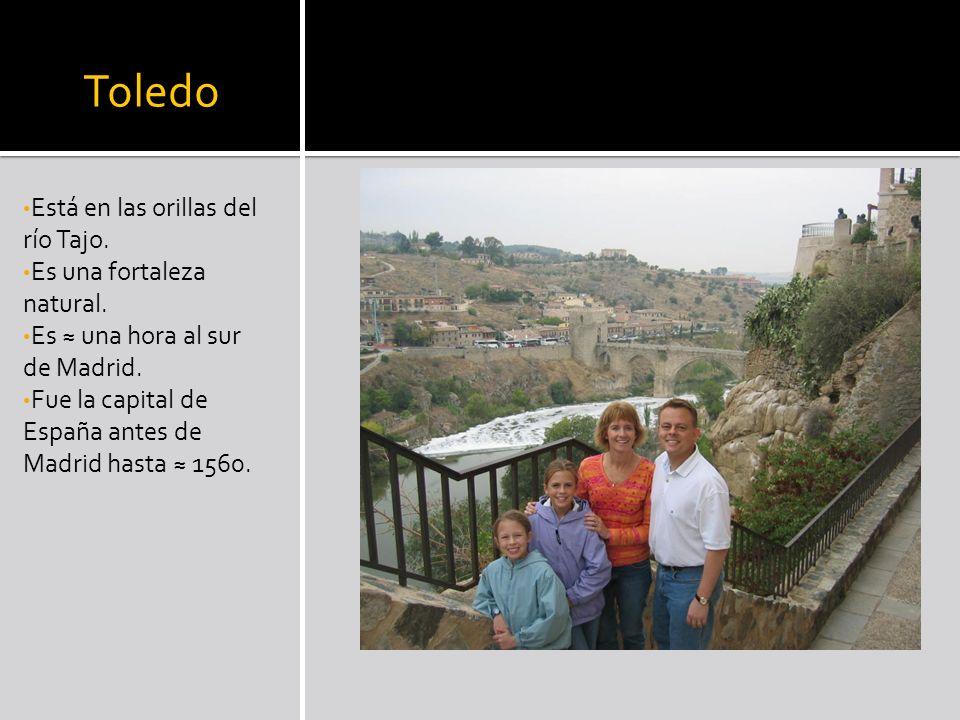 Toledo Está en las orillas del río Tajo. Es una fortaleza natural. Es una hora al sur de Madrid. Fue la capital de España antes de Madrid hasta 1560.