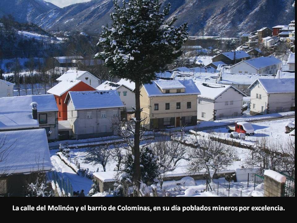 La calle del Molinón y el barrio de Colominas, en su día poblados mineros por excelencia.