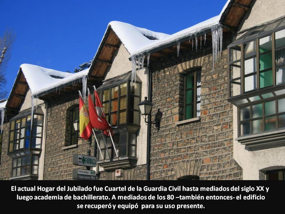 El actual Hogar del Jubilado fue Cuartel de la Guardia Civil hasta mediados del siglo XX y luego academia de bachillerato. A mediados de los 80 –tambi