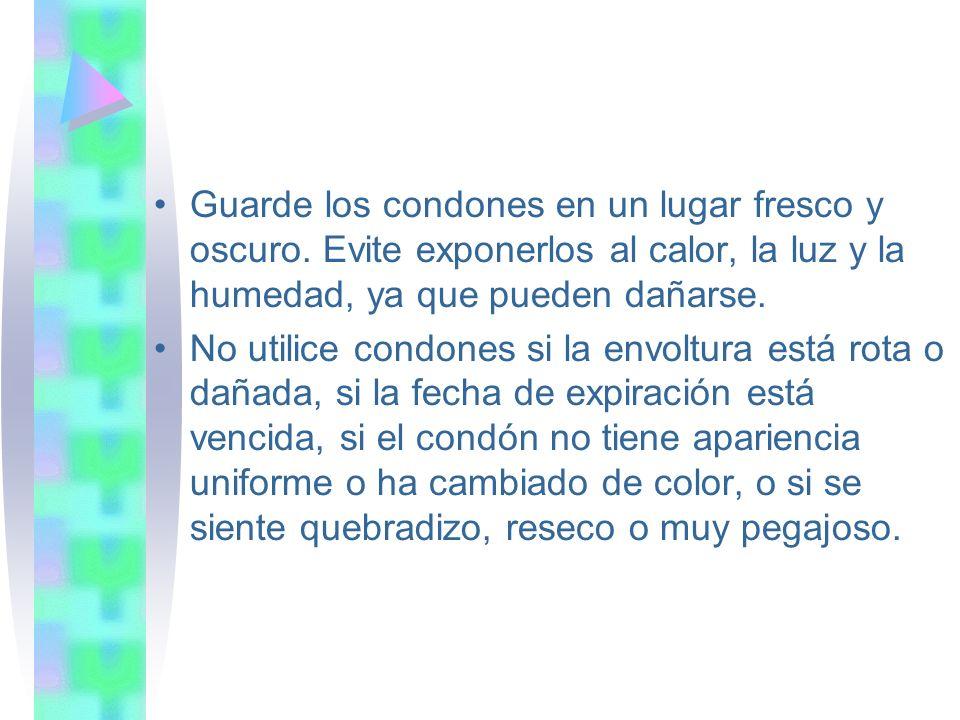 Guarde los condones en un lugar fresco y oscuro. Evite exponerlos al calor, la luz y la humedad, ya que pueden dañarse. No utilice condones si la envo
