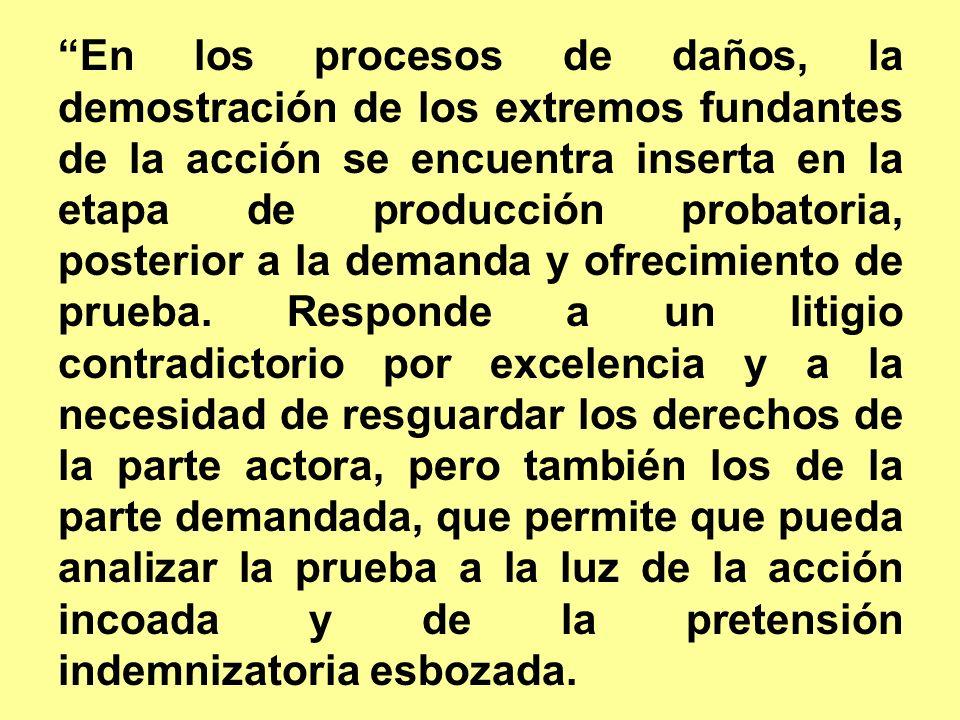 En los procesos de daños, la demostración de los extremos fundantes de la acción se encuentra inserta en la etapa de producción probatoria, posterior a la demanda y ofrecimiento de prueba.
