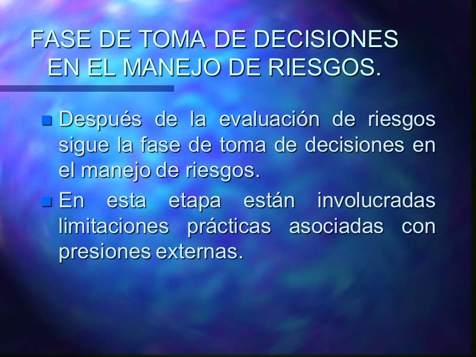 FASE DE TOMA DE DECISIONES EN EL MANEJO DE RIESGOS. n Después de la evaluación de riesgos sigue la fase de toma de decisiones en el manejo de riesgos.