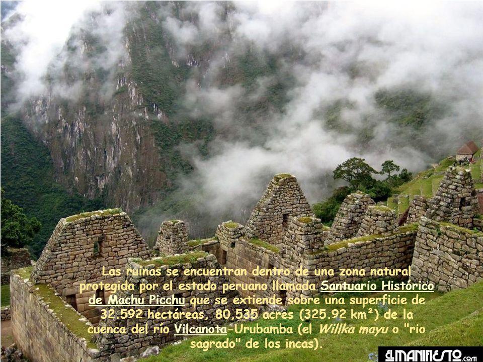 Las ruinas se encuentran dentro de una zona natural protegida por el estado peruano llamada Santuario Histórico de Machu Picchu que se extiende sobre una superficie de 32.592 hectáreas, 80,535 acres (325.92 km²) de la cuenca del río Vilcanota-Urubamba (el Willka mayu o rio sagrado de los incas).Santuario Histórico de Machu PicchuVilcanota