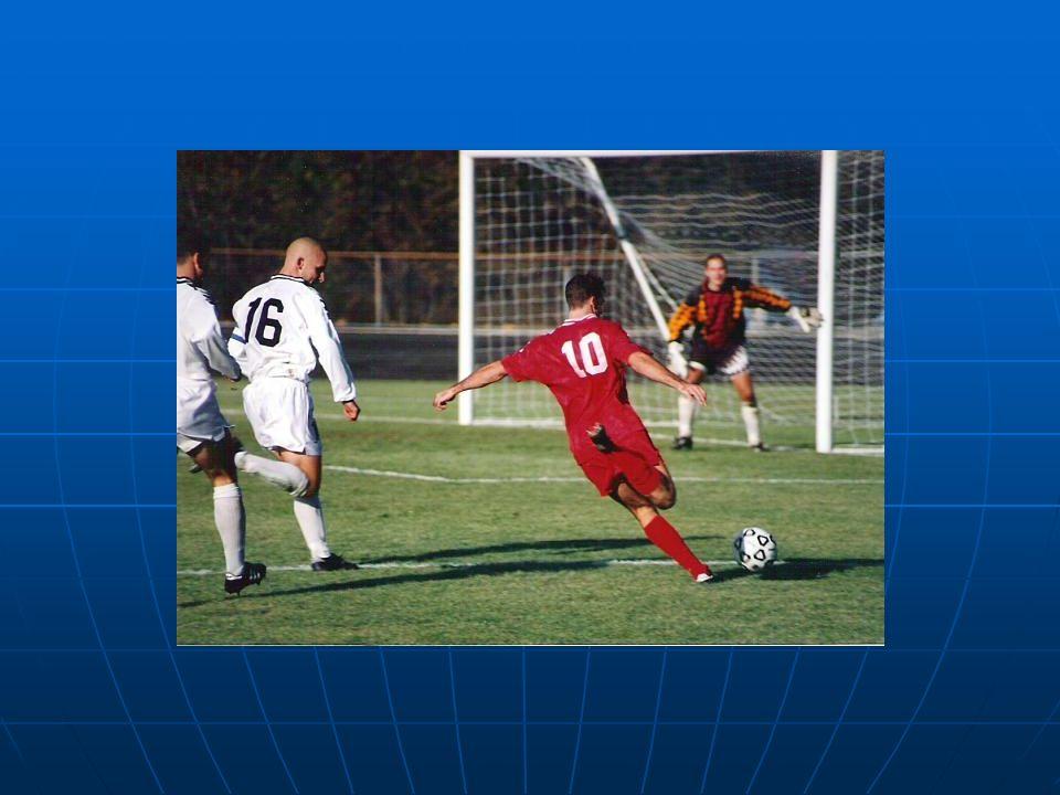 El fútbol se juega de acuerdo a una serie de reglas, conocidas como las Reglas del Juego.