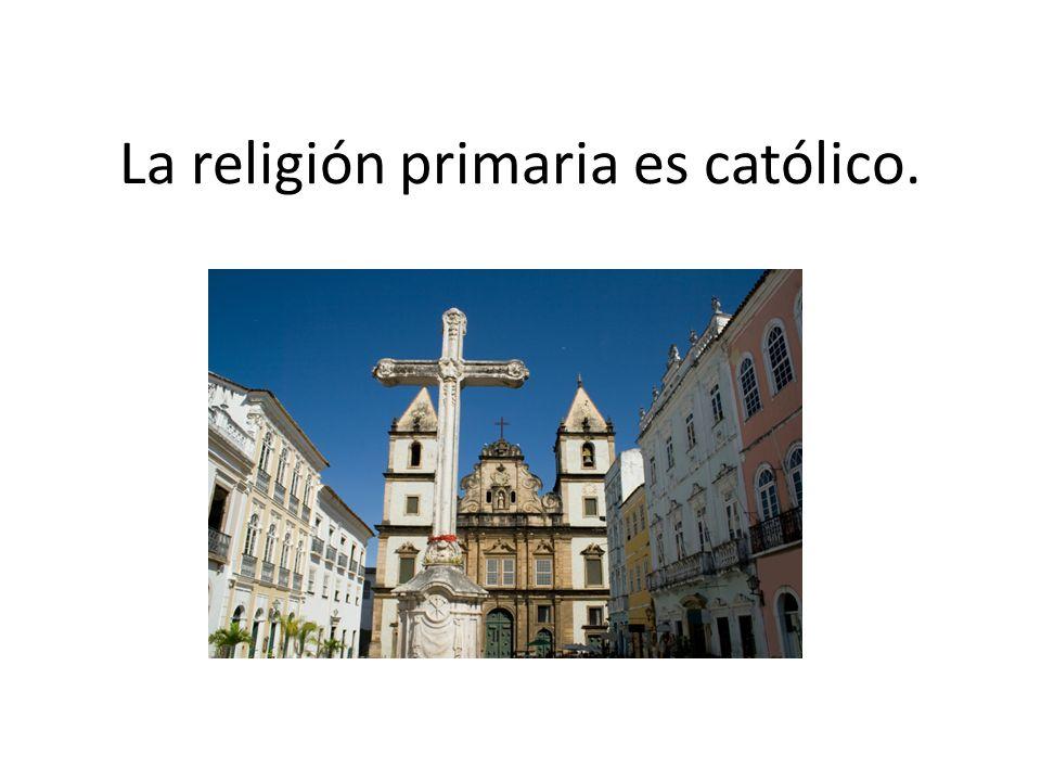La religión primaria es católico.