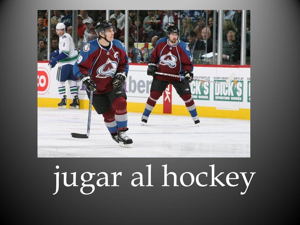 jugar al hockey