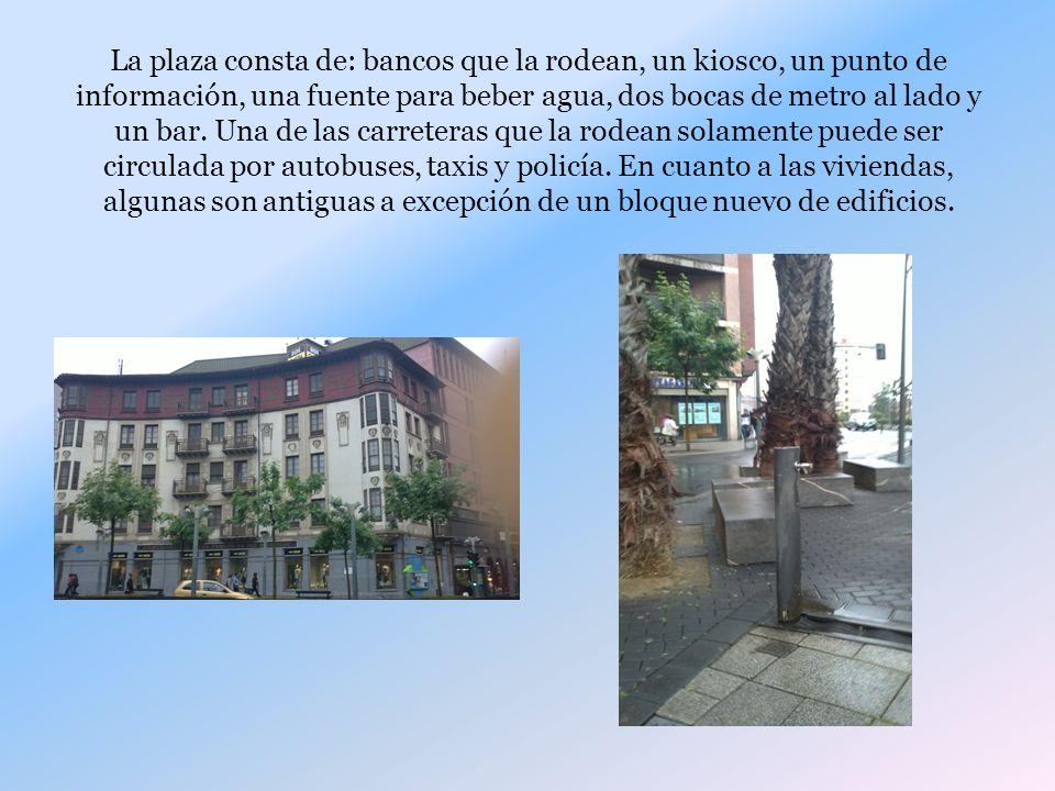 La plaza consta de: bancos que la rodean, un kiosco, un punto de información, una fuente para beber agua, dos bocas de metro al lado y un bar. Una de