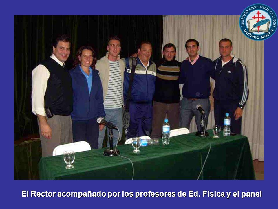 El Rector acompañado por los profesores de Ed. Física y el panel