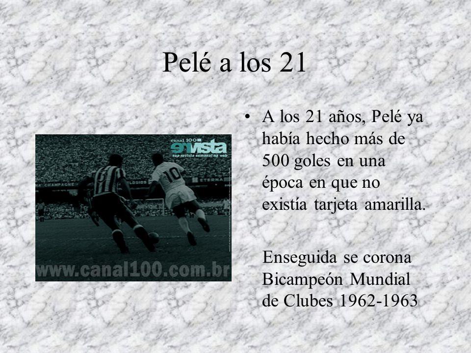 Pelé a los 21 A los 21 años, Pelé ya había hecho más de 500 goles en una época en que no existía tarjeta amarilla. Enseguida se corona Bicampeón Mundi