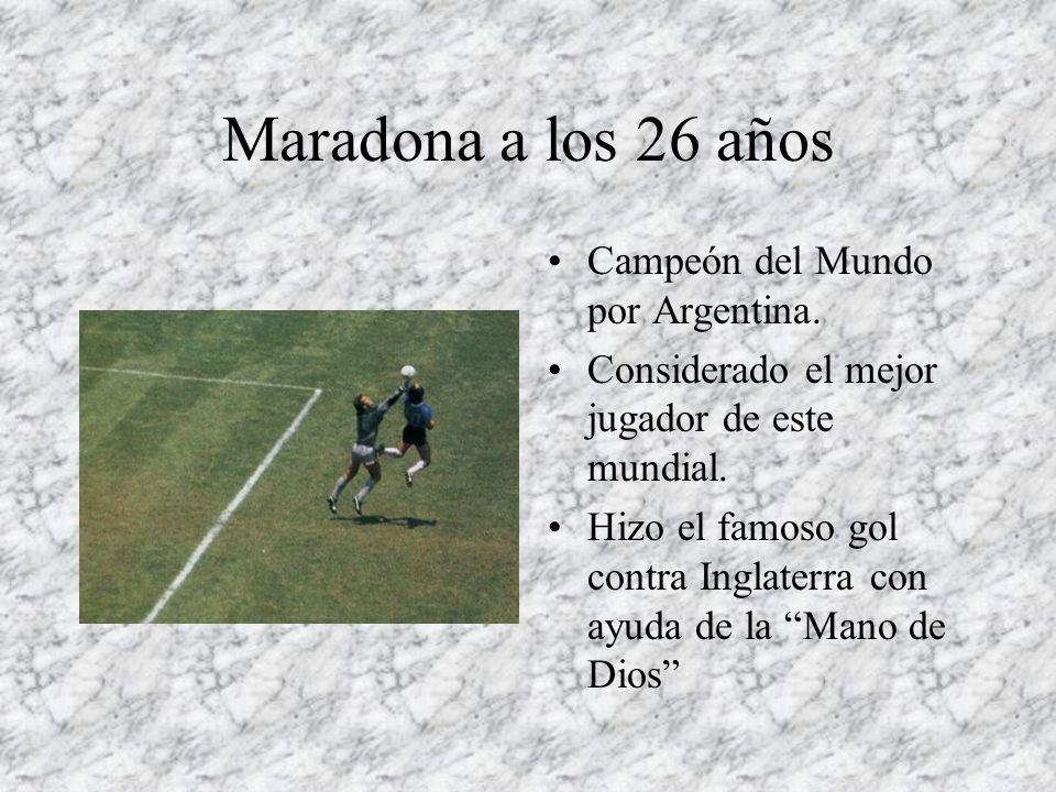 Maradona a los 26 años Campeón del Mundo por Argentina. Considerado el mejor jugador de este mundial. Hizo el famoso gol contra Inglaterra con ayuda d