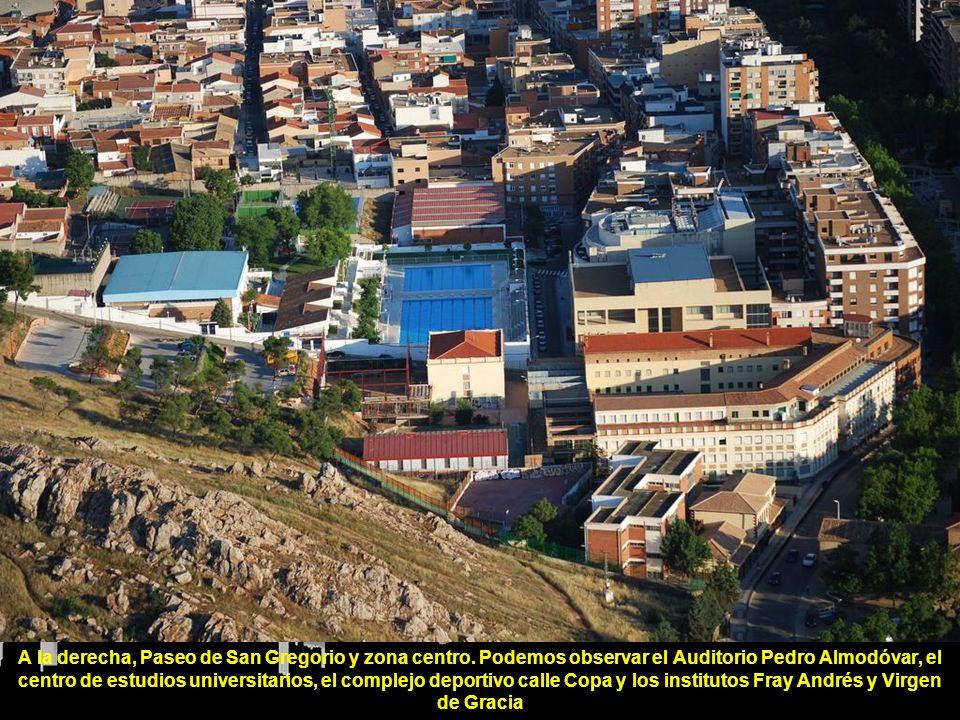 A la derecha, Paseo de San Gregorio y zona centro.