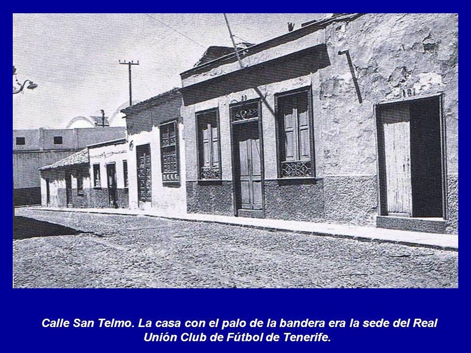 Calle del Cañón Curvo. Al fondo el Hospital Civil.