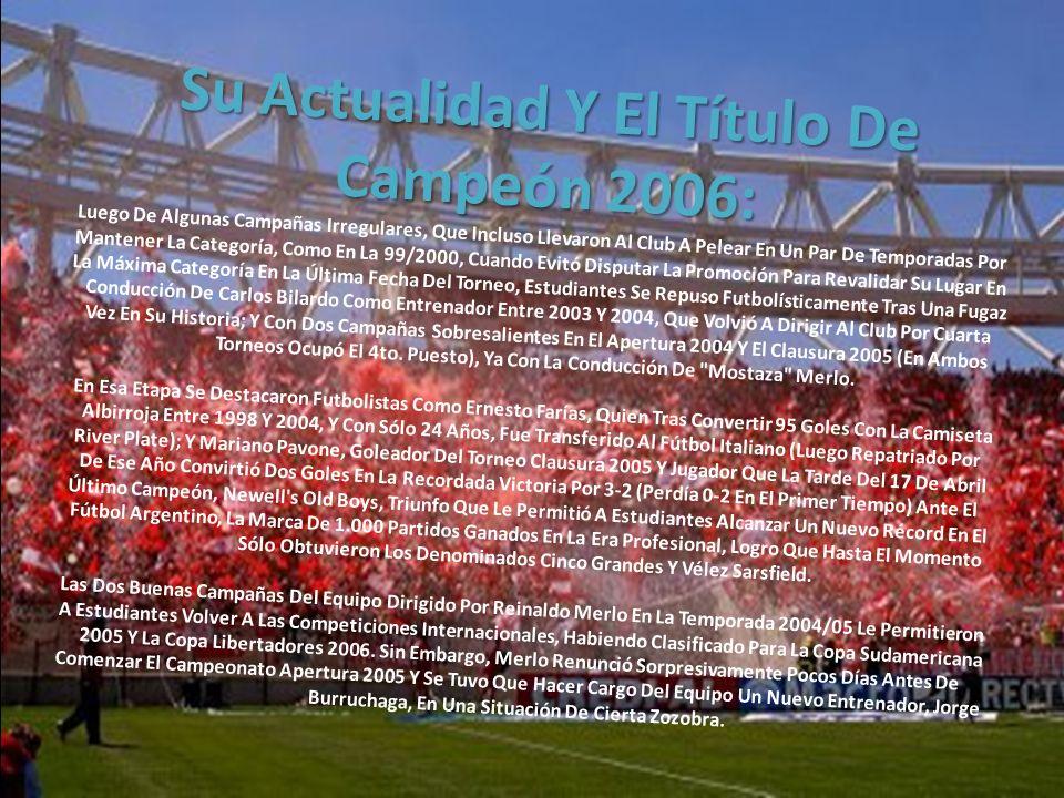 Los colores y el diseño de la camiseta oficial que el equipo de fútbol utiliza desde su fundación, a rayas verticales rojas y blancas, fueron establec