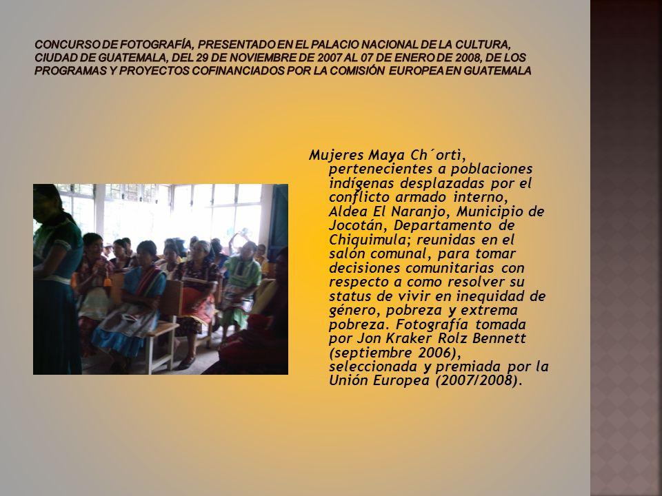 Mujeres Maya Ch´ortì, pertenecientes a poblaciones indígenas desplazadas por el conflicto armado interno, Aldea El Naranjo, Municipio de Jocotán, Departamento de Chiquimula; reunidas en el salón comunal, para tomar decisiones comunitarias con respecto a como resolver su status de vivir en inequidad de género, pobreza y extrema pobreza.