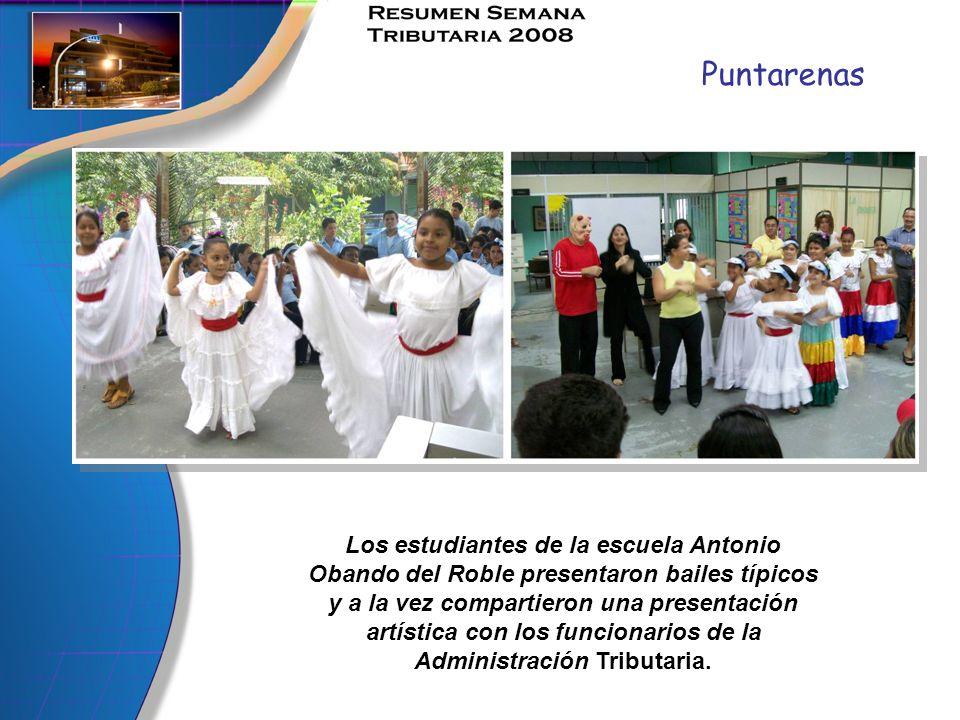 Puntarenas Los estudiantes de la escuela Antonio Obando del Roble presentaron bailes típicos y a la vez compartieron una presentación artística con lo