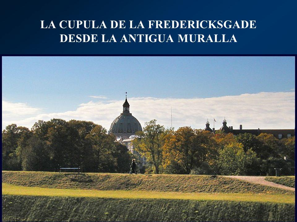 LA CUPULA DE LA FREDERICKSGADE DESDE LA ANTIGUA MURALLA