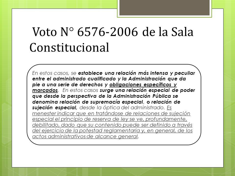 Voto N° 6576-2006 de la Sala Constitucional En estos casos, se establece una relación más intensa y peculiar entre el administrado cualificado y la Administración que da pie a una serie de derechos y obligaciones específicos y marcados.