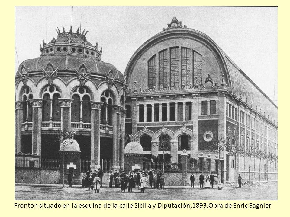 Frontón situado en la esquina de la calle Sicilia y Diputación,1893.Obra de Enric Sagnier