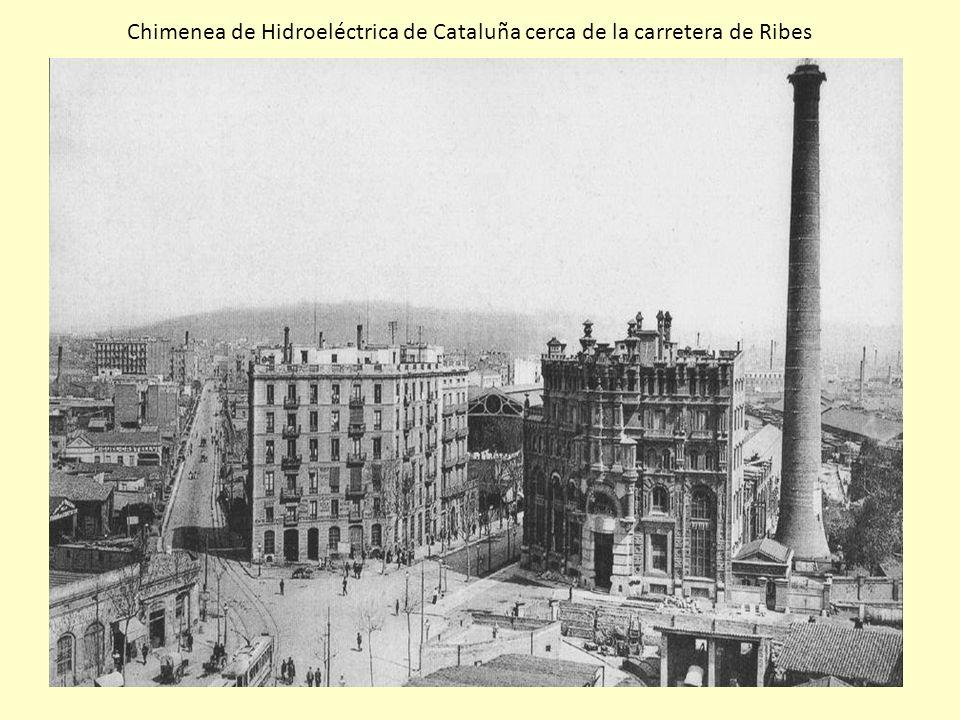 Chimenea de Hidroeléctrica de Cataluña cerca de la carretera de Ribes
