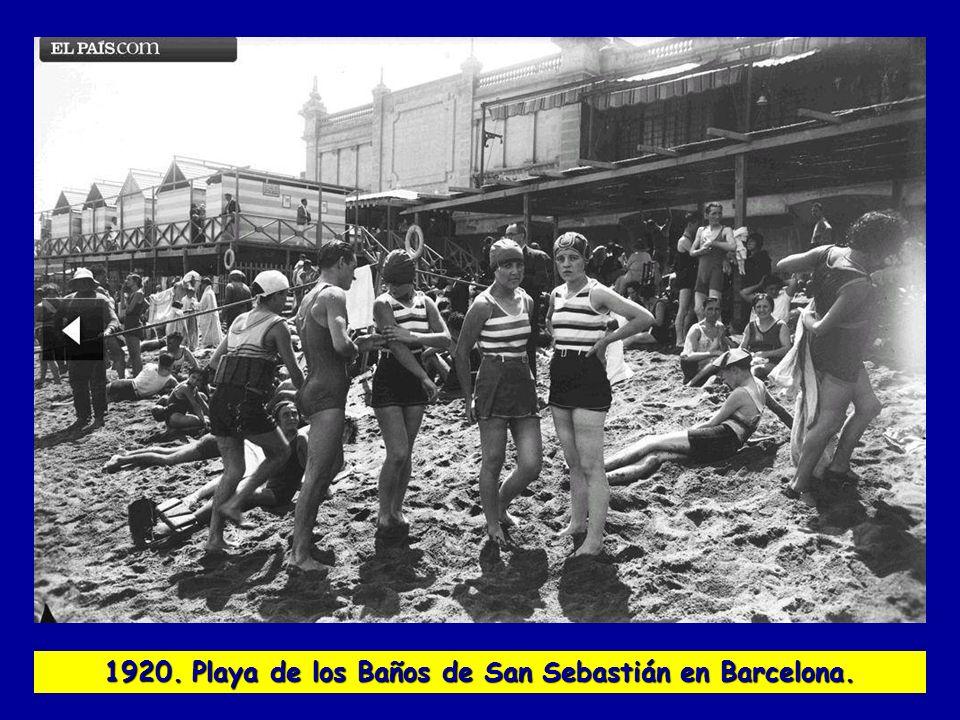 1951. Caravana de traperos en la carretera de Alcalá.