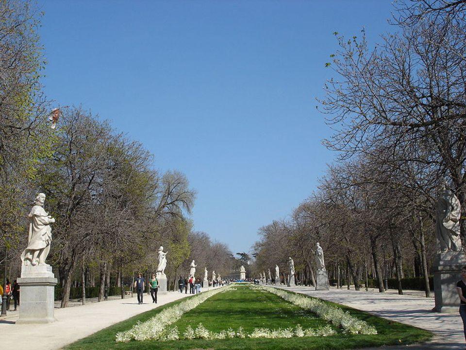 Palacio de Cristal Es sin lugar a dudas el edificio más sobresaliente de los jardines.