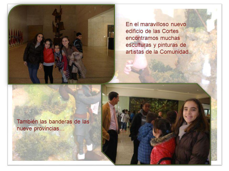 En el maravilloso nuevo edificio de las Cortes encontramos muchas esculturas y pinturas de artistas de la Comunidad.. También las banderas de las nuev
