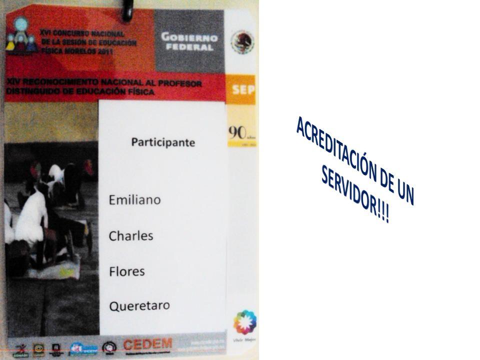 RECIBIENDO LAS ACREDITACIONES