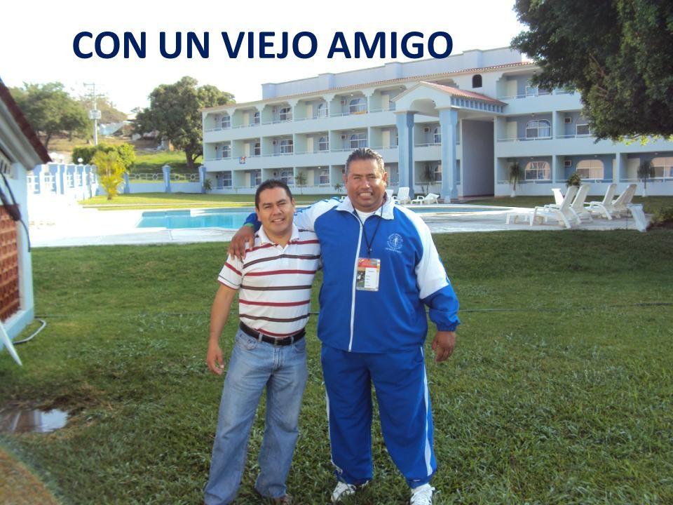 AQUÍ CON EL DIRECTOR DE LA ESCUELA Y EL REPRESENTANTE DEL ESTADO DE SINALOA