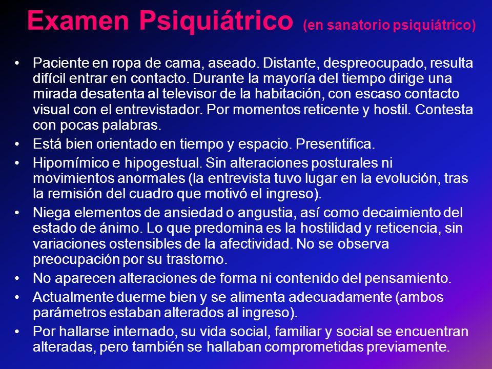 Examen Psiquiátrico (en sanatorio psiquiátrico) Paciente en ropa de cama, aseado.