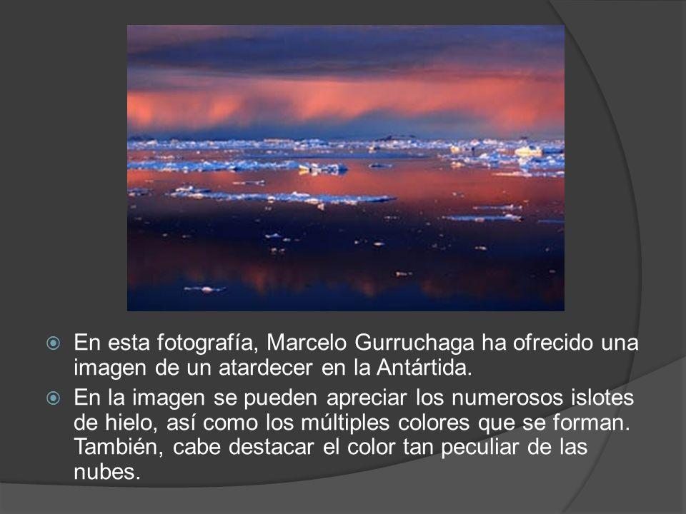 En esta fotografía, Marcelo Gurruchaga ha ofrecido una imagen de un atardecer en la Antártida. En la imagen se pueden apreciar los numerosos islotes d