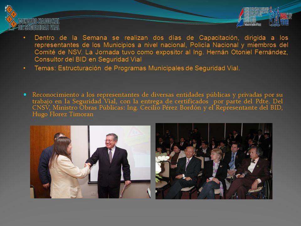 Reconocimiento a los representantes de diversas entidades públicas y privadas por su trabajo en la Seguridad Vial, con la entrega de certificados por