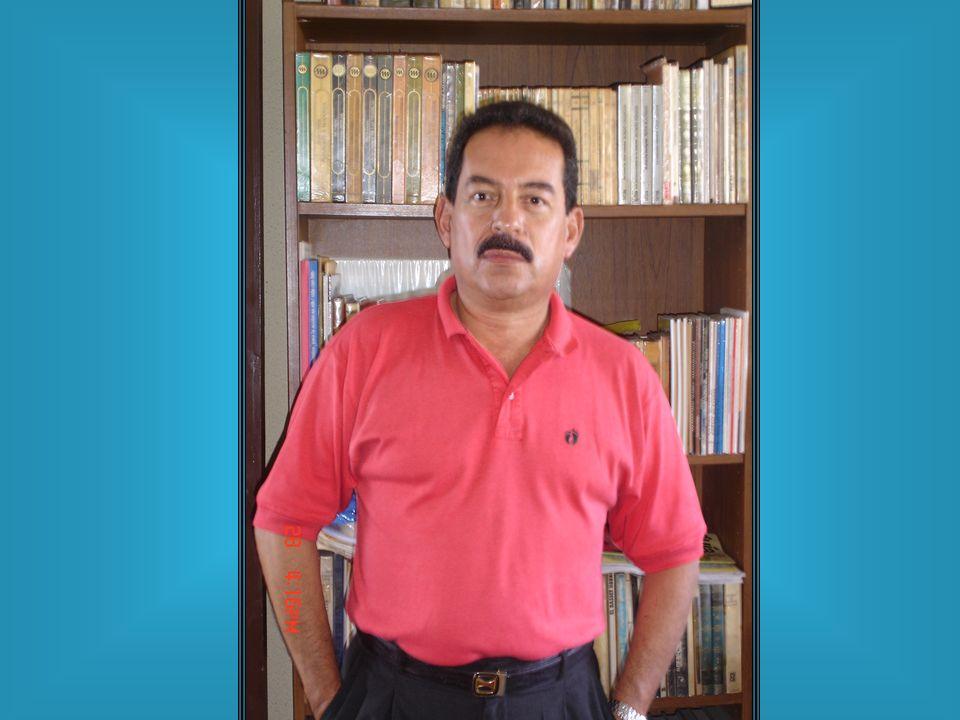 ESTUDIOS Se graduó como Bachiller en Ciencias y Letras en 1971, de un Instituto semi militar, y como Médico en 1977 de la USAC.