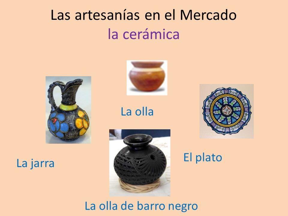 Las artesanías en el Mercado la cerámica La jarra La olla El plato La olla de barro negro