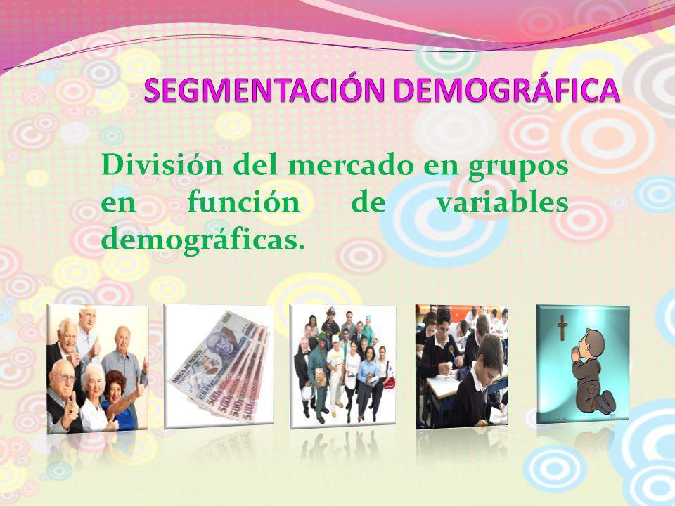 División del mercado en grupos en función de variables demográficas.