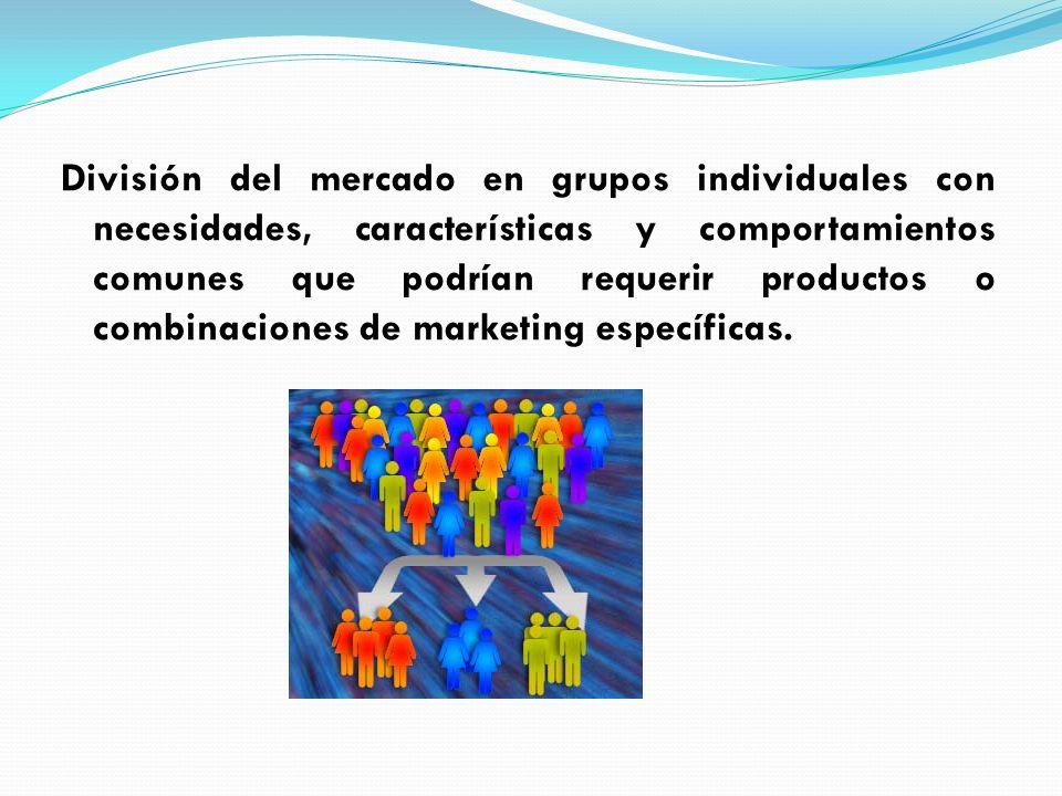División del mercado en grupos individuales con necesidades, características y comportamientos comunes que podrían requerir productos o combinaciones