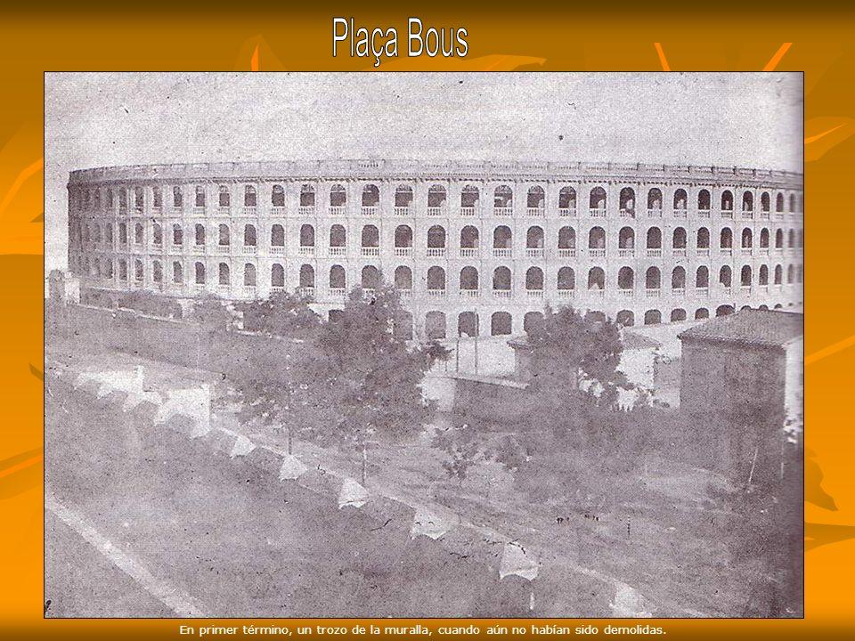 Estación del Norte y Plaza de Toros 1917. Plaza, vías del tren, trozo de muralla y al fondo Torre de la Iglesia de San Valero