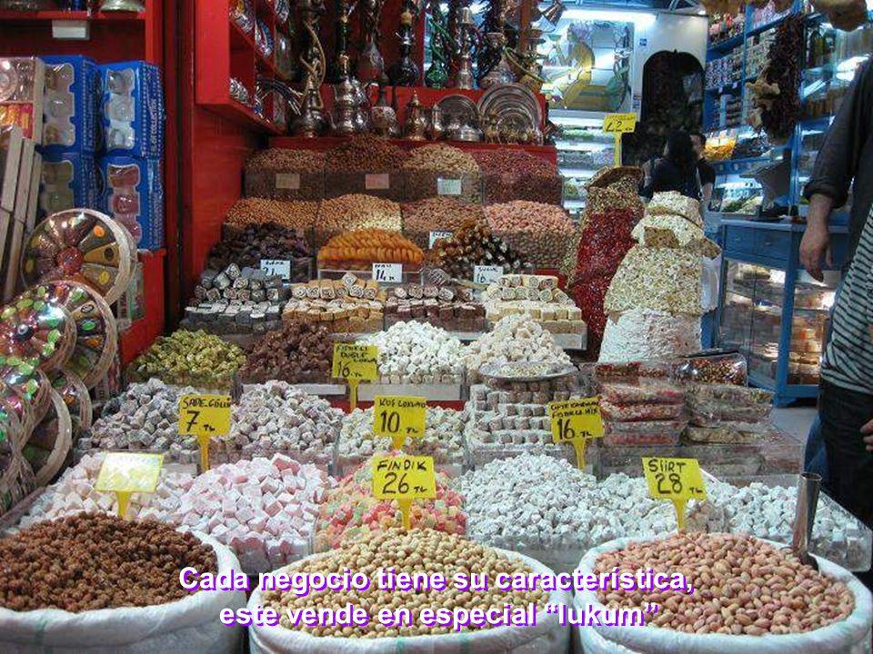 Cada negocio tiene su característica, este vende en especial lukum