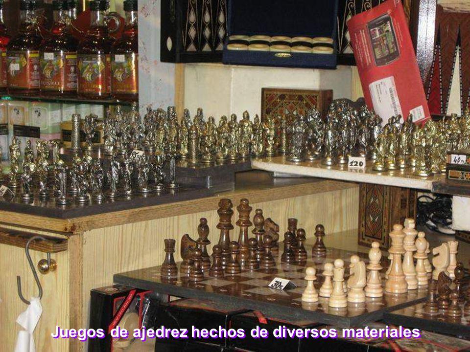 Juegos de ajedrez hechos de diversos materiales