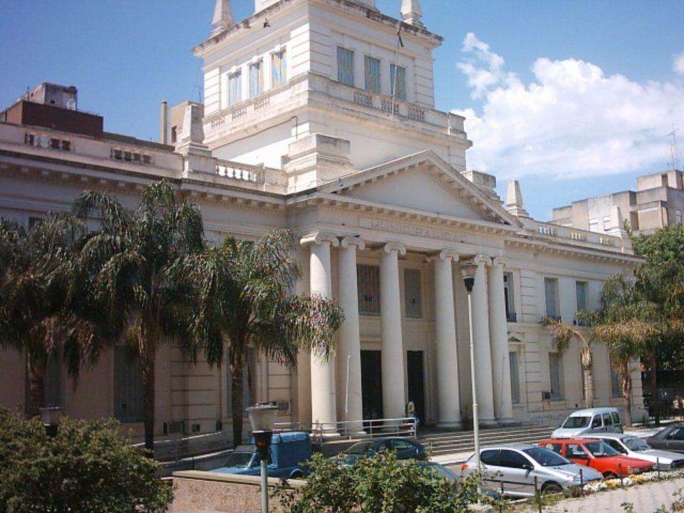 Otros lugares dignos de visitar son: El Palacio Municipal, edificado en 1932, en el lugar que ocupaba el Mercado Progreso.
